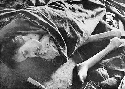 female_corpses_auschwitz.jpg